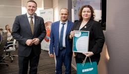 В администрации Томска наградили победителей благотворительной программы «Формула хороших дел»